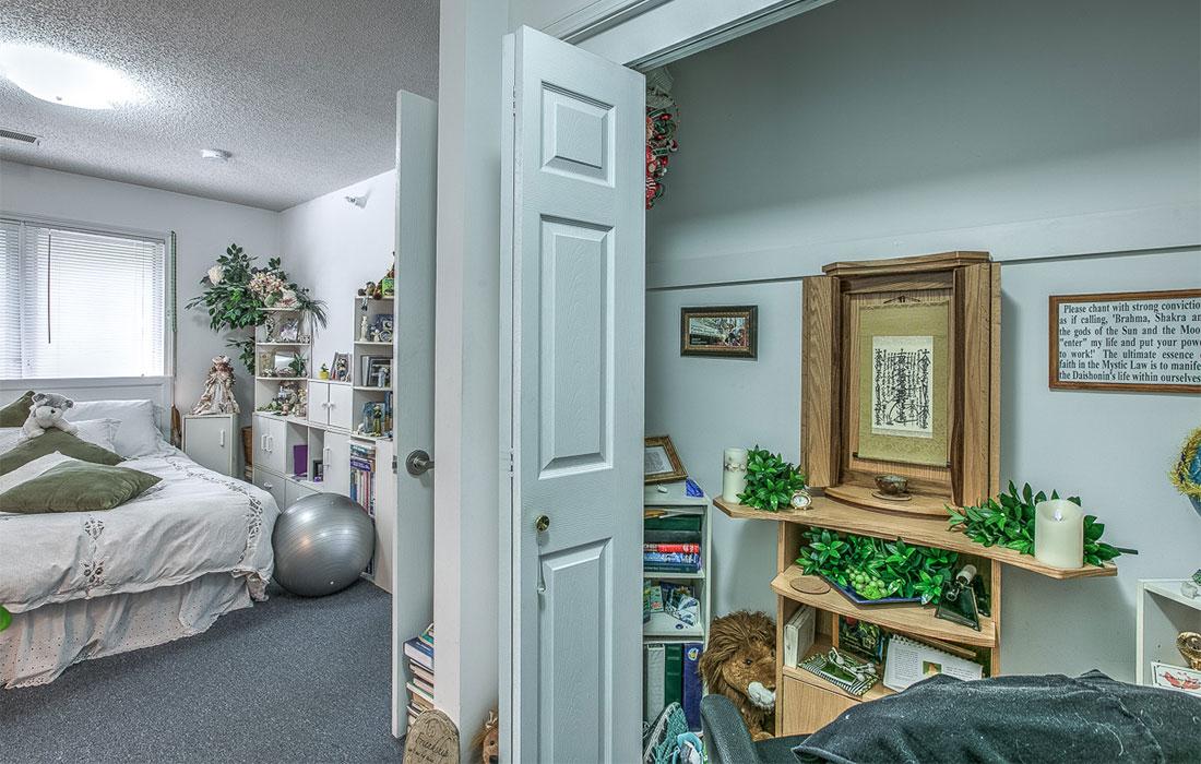 hud apartment bedroom closet